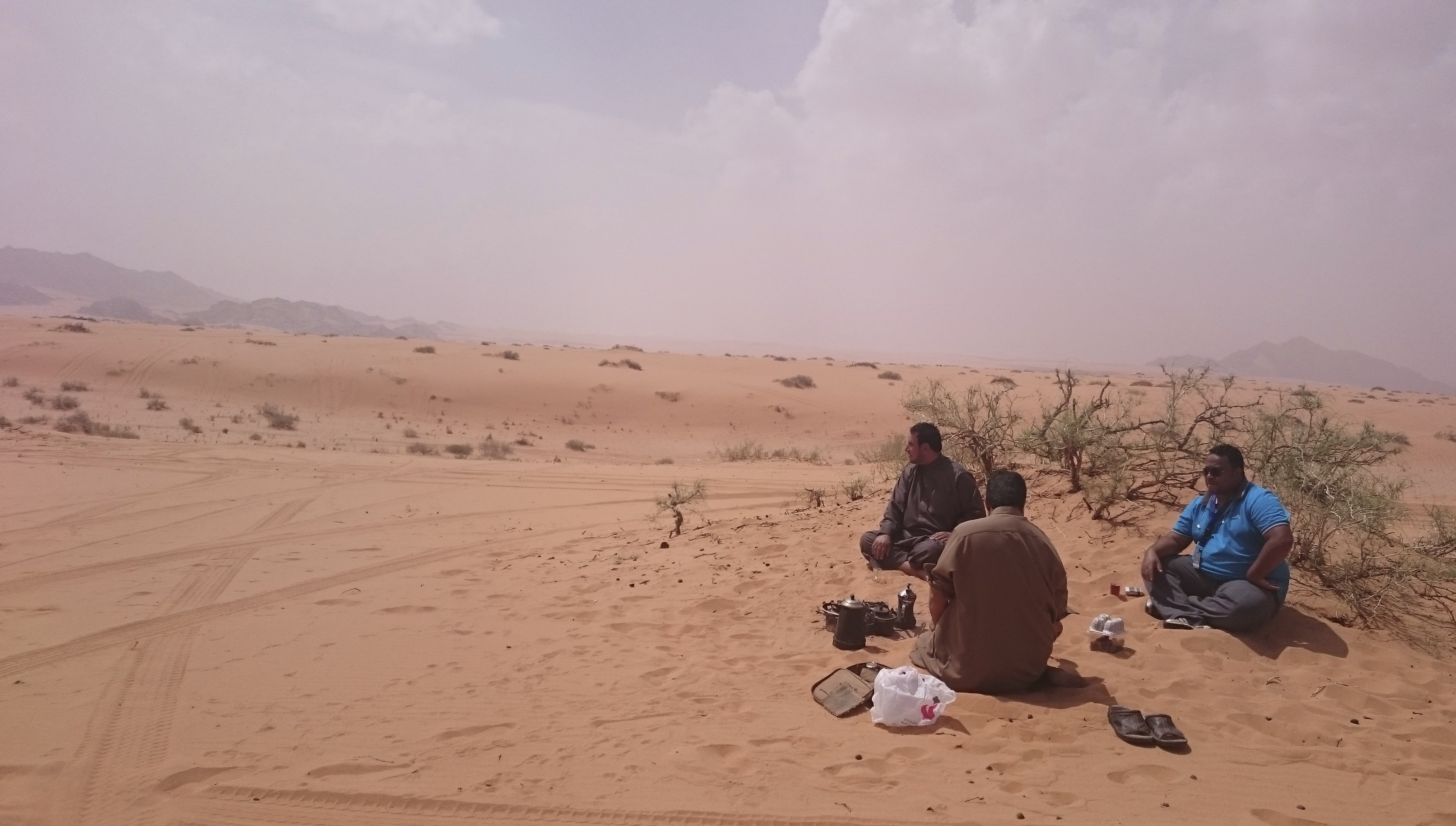 Tea and coffee in the desert at the Ha'il Rally