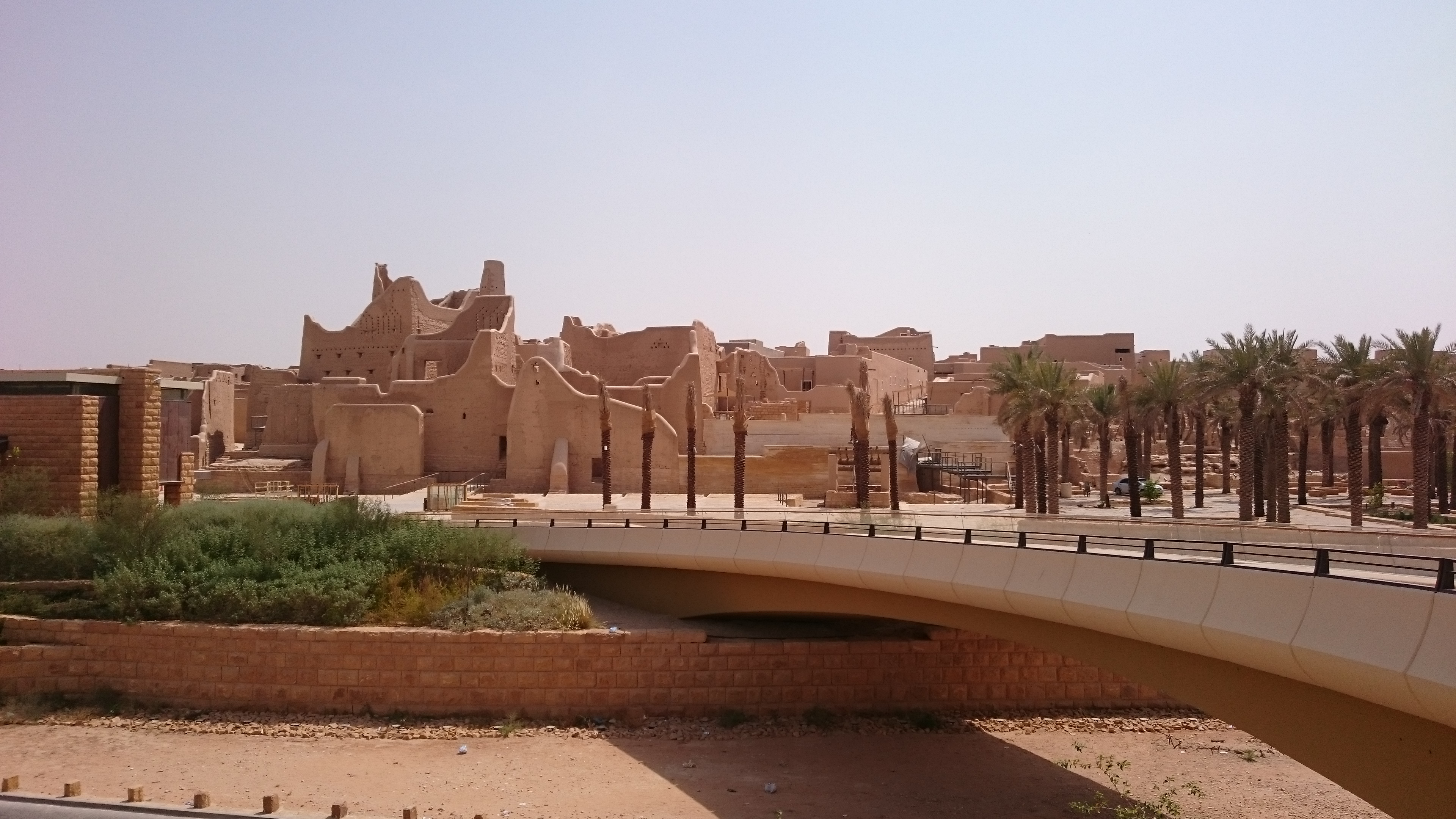 A bridge over the wadi road allows access to the 'royal' side of Historical Addiriyah