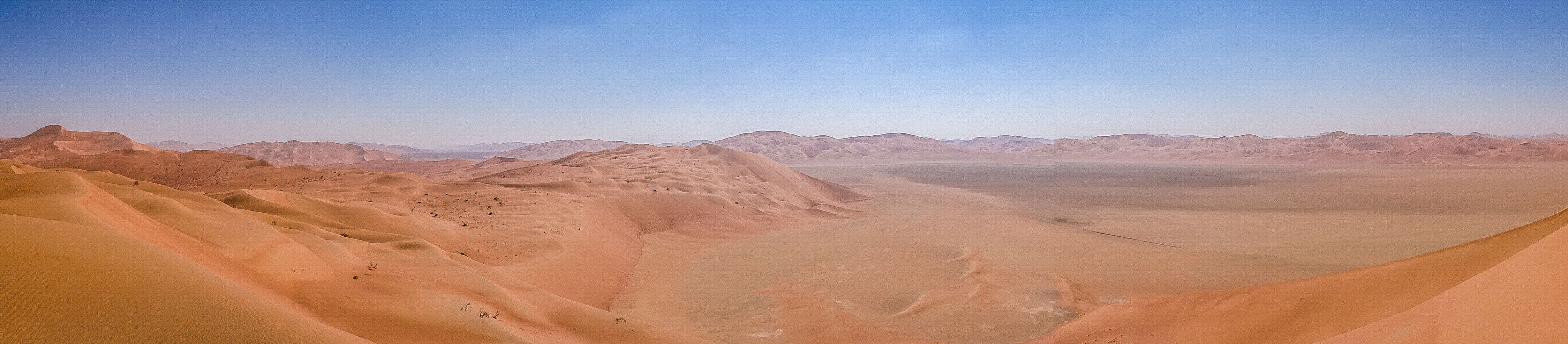 Sabkhas between massive sand dunes in the Rub' Al-Khali (Florent Egal)