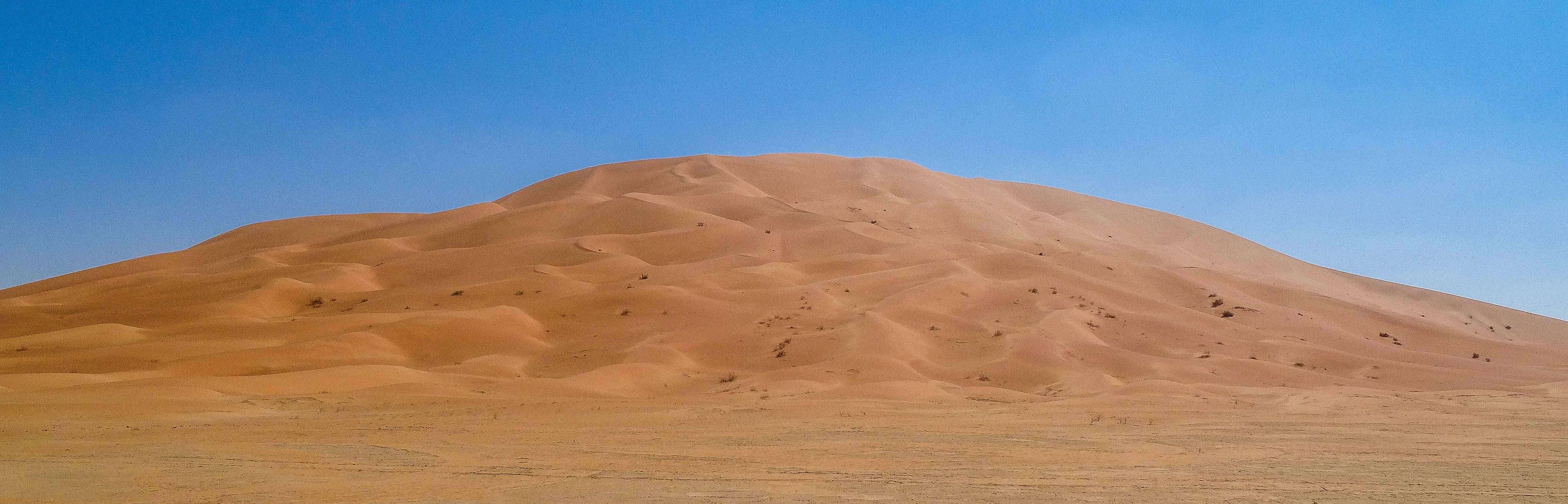 Mountain-like dune in the Rub' Al-Khali (photo: Florent Egal)