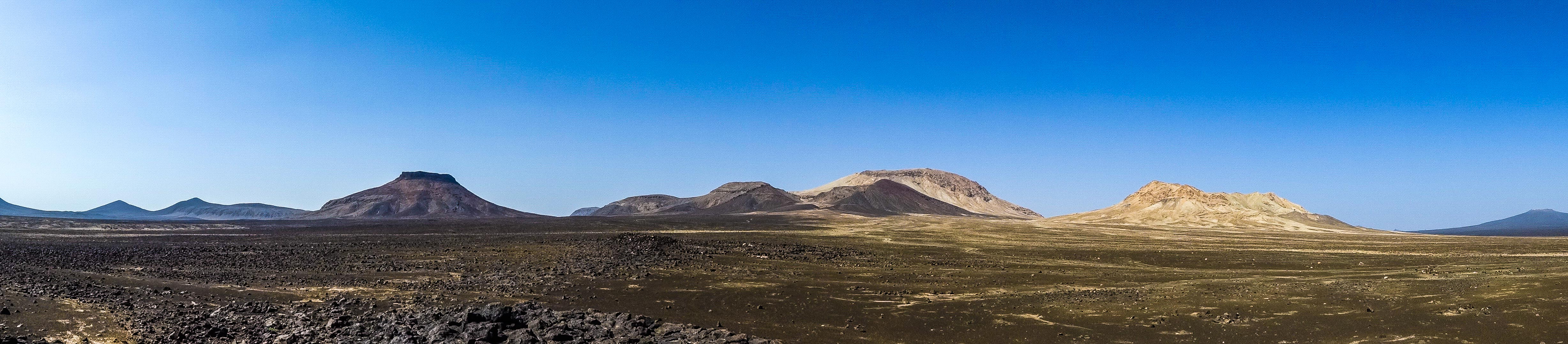 Volcanoes at the center of the Harrat Khaybar (photo: Florent Egal)