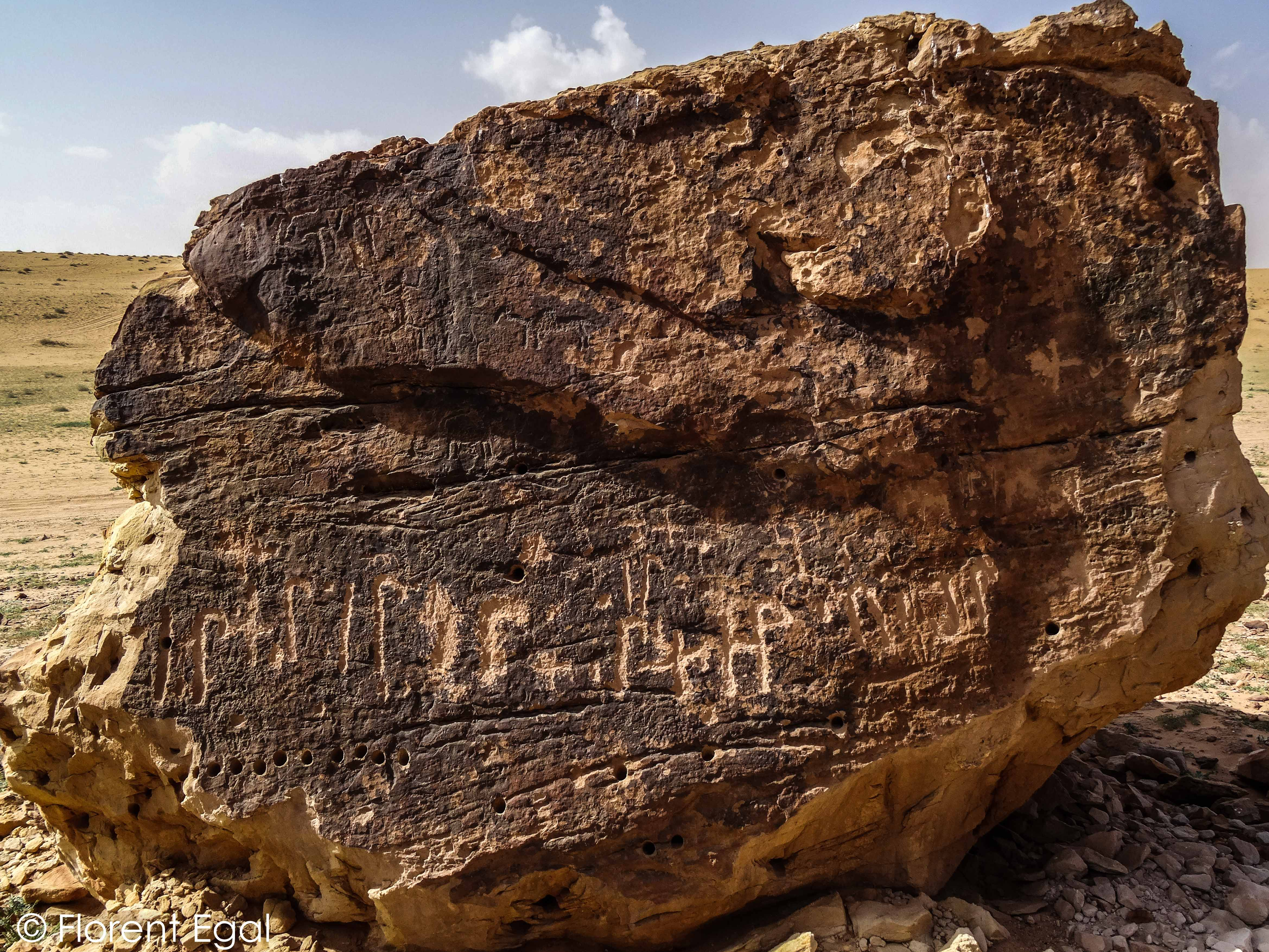 Recent wusum and ancient carvings on the same rock (photo: Florent Egal)