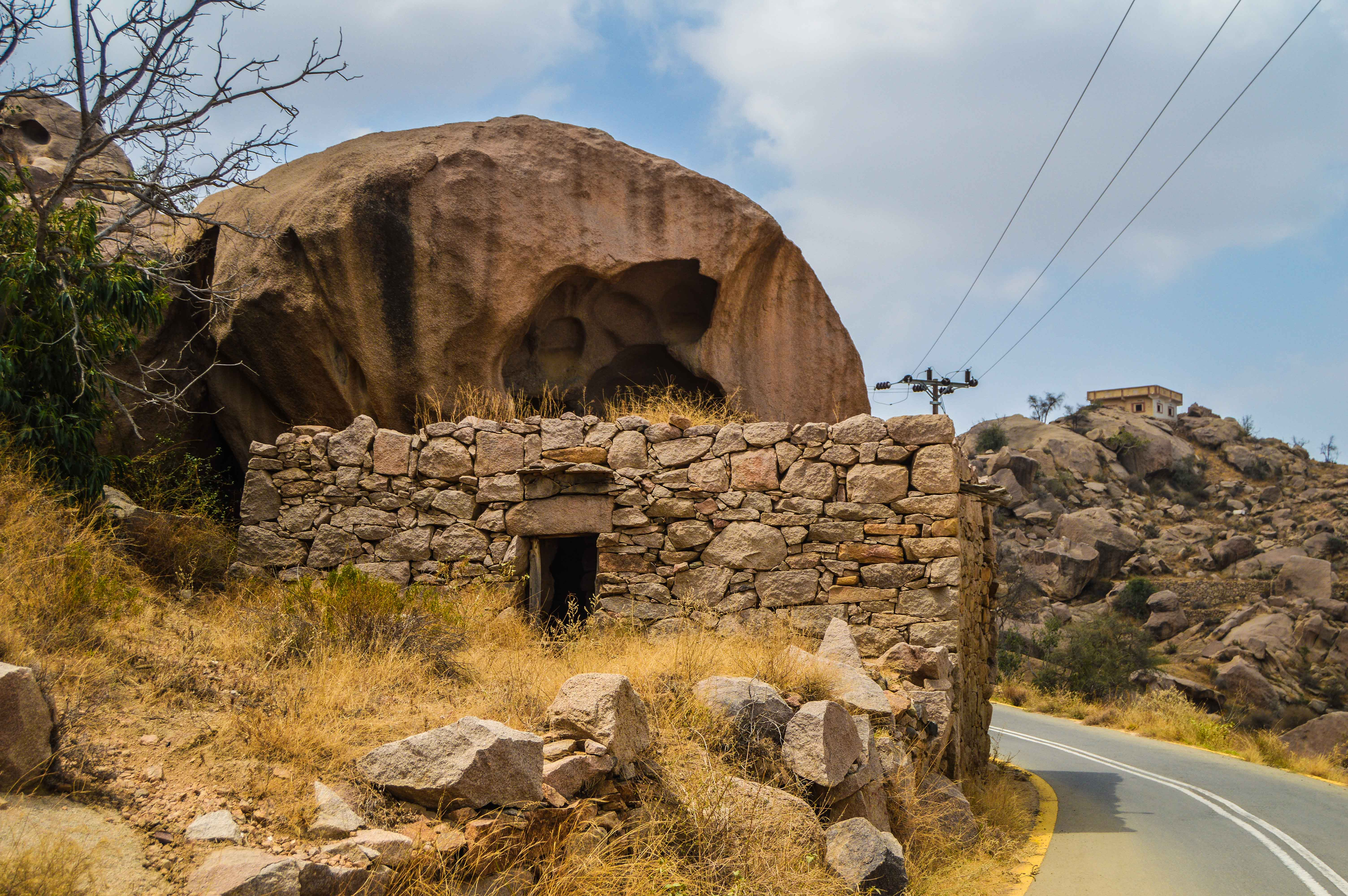 Stone made house on the way to Sheda (photo: Alan Morrissey)